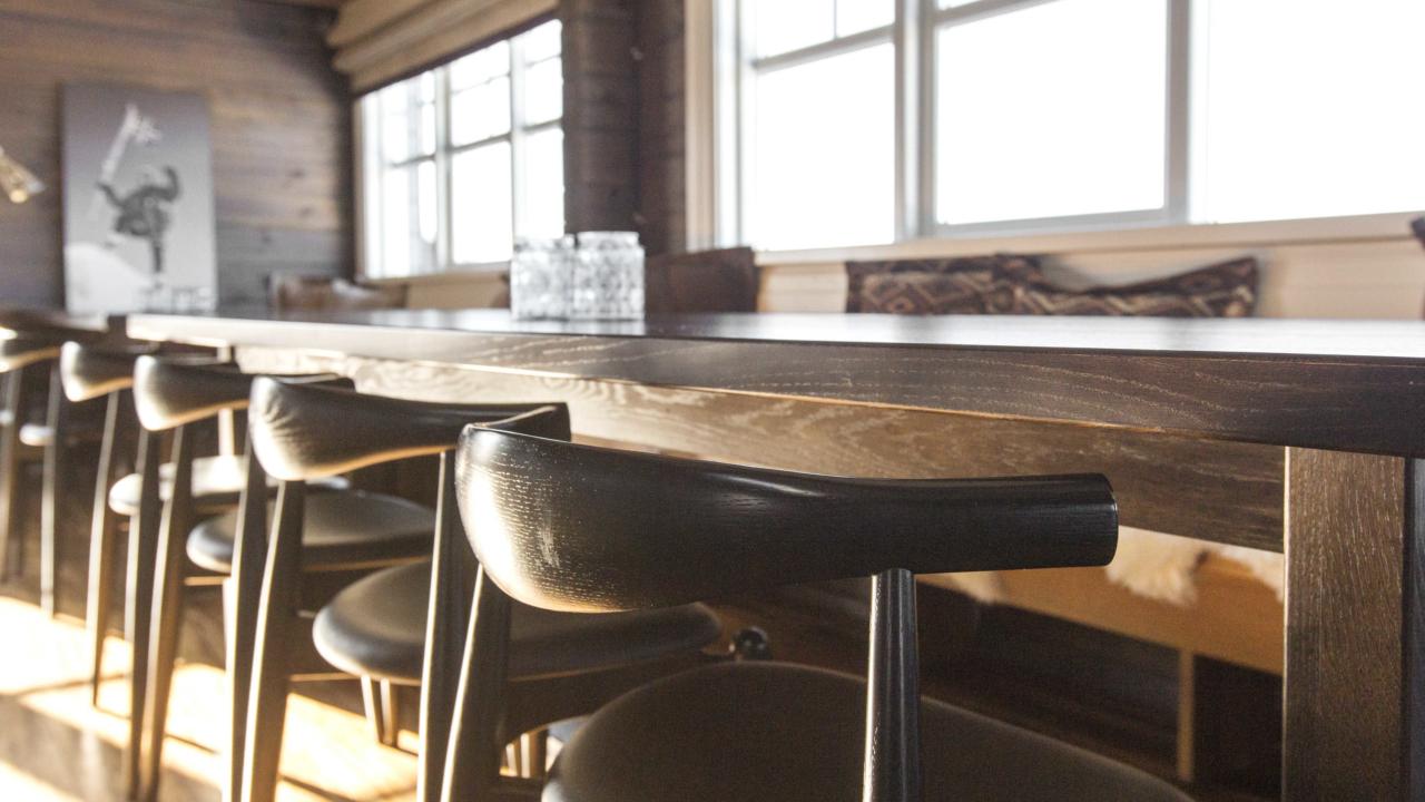 Spisebord i storhytte på Mosetertoppen Panorama